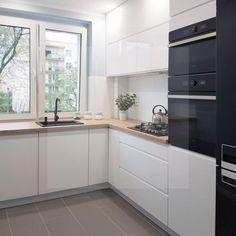 32 The Best Small Kitchen Design Ideas - If you are reading this then it is possible that you are looking for a new kitchen that provides better functionality of the space available to you. Simple Kitchen Design, Luxury Kitchen Design, Kitchen Room Design, Contemporary Kitchen Design, Kitchen Layout, Kitchen Interior, New Kitchen, Kitchen Decor, Kitchen Designs