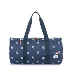 "Herschel+Sparwood+-+Detailed+with+a+custom+""NY""+embroidered+exterior,+the+Major+League+Baseball®+Yankees+Sparwood+duffle+is+perfectly+sized+for+everyday+use.+Equipped+with+a+removable+shoulder+strap,+baseball+cap+and+glove+inspired+details+finish+this+versatile+silhouette."