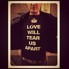 matt skiba wearing a joy divison shirt... two of my favorite things.