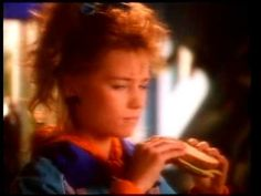 Bread commercial with Denise van Outen (from the 80s) (Dutch)