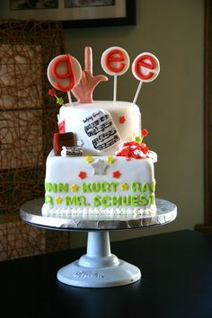 GLEE-- This is what I want my 21st birthday cake to be like!!