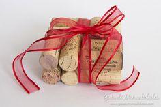 Posavasos DIY con corchos #manualidades Taps, Burlap, Reusable Tote Bags, Gift Wrapping, Gifts, Diy, How To Make, Hipster Stuff, Corks