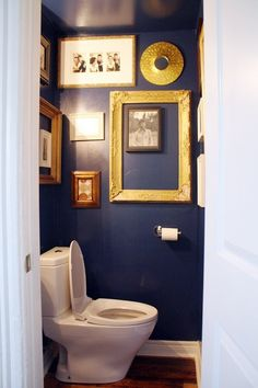 Bold design in small rooms (toilet) – blue and gold. Justine Angus Cook Up Some Style in Toronto