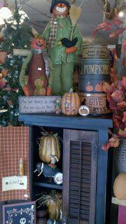 C & C Furnishings: FALL HAS ARRIVED! Primitive Fall Crafts, Primitive Autumn, Country Primitive, Fall Halloween, Halloween Crafts, Halloween Ideas, Fall Store Displays, Autumn Display, Harvest Decorations