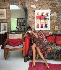 Jeanne Damas in the Carina Dress. Jeanne Damas in the Carina Dress. Leia Sfez wearing CastaneRead Sfez wearing CastaneJeanne Damas—the Ultimate High Street Fashion, Parisian Style Fashion, French Fashion, European Style Fashion, Parisian Street Style, Women's Fashion, Fashion Outfits, Fashion Clothes, Fashion Tips