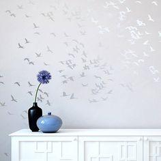 He encontrado este interesante anuncio de Etsy en https://www.etsy.com/es/listing/173240639/flock-of-cranes-stencil-reusable