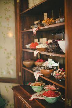 Massor av julgodis i hemtrevlig miljö. (Christmas sweets).