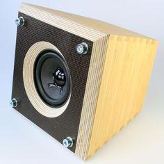 15 Stylish Speaker Stands Ideas for Modern Designs – My Life Spot Open Baffle Speakers, Monitor Speakers, Home Speakers, Built In Speakers, Outdoor Speakers, Audio Design, Speaker Design, Diy Bluetooth Speaker, Diy Tech