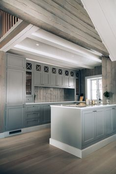 Ideas for kitchen diy art cabinet colors Kitchen Interior, Custom Kitchen, Kitchen Remodel, House Interior, Cabin Kitchens, Kitchen Layout, Diy Kitchen, Rustic Kitchen, Kitchen Design