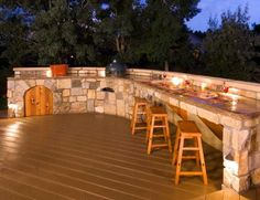 Love this curved, stone counter/bar to go w/the outdoor kitchen. Gorgeous.