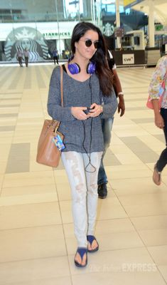 Shraddha Kapoor looked pretty in her minimal make up look at the Mumbai airport. Classy Outfits, New Outfits, Casual Outfits, Cute Outfits, Prettiest Actresses, Beautiful Actresses, Bollywood Outfits, Bollywood Fashion, Celebrity Airport Style