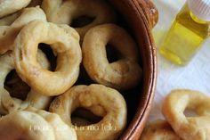La ricetta originale della nonna dei taralli pugliesi. Da gustare in qualsiasi ora del giorno a colazione, per un aperitivo, a merenda e per una cena veloce