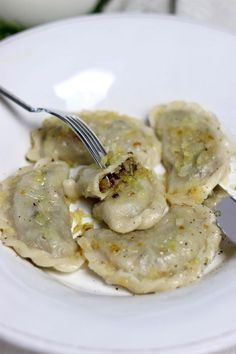 Dumplings with cabbage and mushrooms according to the recipe of Food And Drinks, dumplings recipe with cabbage and mushrooms. Mexican Food Recipes, Dinner Recipes, Healthy Recepies, Cabbage Recipes, Polish Recipes, Christmas Cooking, Dumplings, Casseroles, Food And Drink