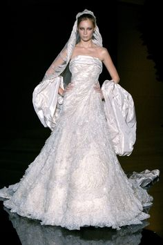 See the entire collection from the Elie Saab Fall 2006 Haute Couture runway show. Wedding Dress Sketches, Dream Wedding Dresses, Wedding Gowns, Elie Saab Fall, Ellie Saab, Glamorous Dresses, Bridal Beauty, Couture Collection, European Fashion