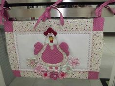 This Pin was discovered by Gay Hobbies And Crafts, Diy And Crafts, Sewing Projects, Projects To Try, Diy Y Manualidades, Chicken Crafts, Towel Crafts, Felt Fabric, Mug Rugs