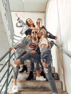 I love this picture Foto Best Friend, Best Friend Photos, Best Friend Goals, Best Friends Shoot, Cute Friends, Cute Friend Poses, Photoshoot Ideas For Best Friends, Poses With Friends, Crazy Friends