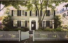 Shingled beauty in Nantucket #nantucket #shingles #picketfence #greylady #americanarchitecture
