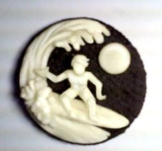Fan Channyn G. created this Oreo Surfer. Surf's up! #OreoArt