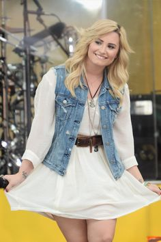 Demi Lovato// Really loving this blonde color