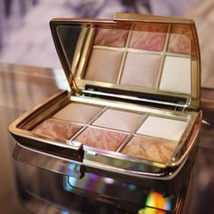 First look at the ultimate @hourglasscosmetics Holiday 2015 Palette - blush, highlight, bronze & finishing! #Makeup