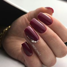 Nagellackfarbe Mouth-Watering Shades of Burgundy Nail Polish - Shellac Nails, Red Nails, Acrylic Nails, Fancy Nails, Cute Nails, Pretty Nails, Elegant Nails, Stylish Nails, Burgundy Nail Polish