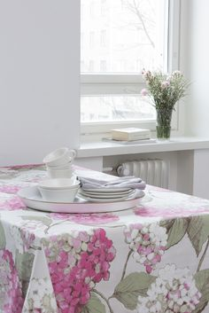 Pentik Sienna Tray | Sienna tray with handle helps you to carry things to the dinner table or to the terrace. Dinner Table, Pattern Making, Plywood, Pastel, Pillows, The Originals, Hydrangea, Tableware, Terrace