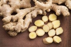Here's what to know when buying ginger root, plus ginger recipes including ginger margaritas, shrimp with ginger, and kale salad with roasted ginger dressing. Cooking With Ginger, Sea Moss, Beautiful Fruits, Ginger Tea, Food Articles, How To Make Tea, Edible Garden, Pumpkin Spice Cupcakes, Food Hacks