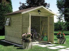 Se in casa avete un giardino è sicuramente utile collocarvi una casetta in legno, ideale per riporvi gli attrezzi con cui vi occupate dei vostri spazi verdi, e ancora i giochi dei bambini, le biciclette o gli strumenti con cui magari praticate un hobby...