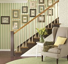 Going up the stairs - only WITHOUT this wallpaper!!