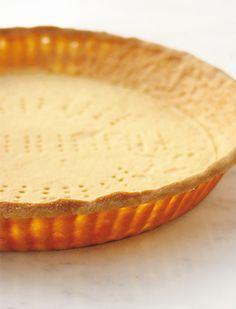 Французская выпечка: рецепт песочного теста, 2 тарта и тарталетки250 г муки 100 г сливочного масла, нарезать кубиками 100 г сахарной пудры, просеять щепотка соли 2 яйца комнатной температуры