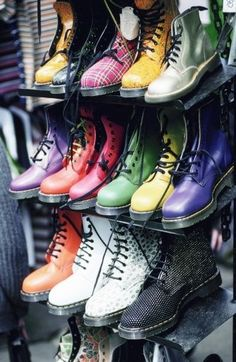 Doc Martens, love this boots :))) Sock Shoes, Cute Shoes, Me Too Shoes, Shoe Boots, Shoe Bag, Shoe Closet, Botas Doc Martens, Doc Martens Stiefel, Doctor Martens