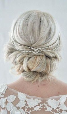 How pretty is this up do? These wedding day hairstyles ideas are too pretty to pass up!! #WeddingJewelry