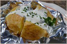 Pečené brambory s česnekovým dipem