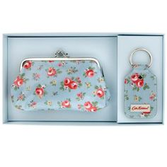 This lovely Kensington Rose gift set is the perfect present for any mother, daughter or friend and is sure to impress if you're taking part in a secret Santa! It contains a pretty clasp purse with a vintage-inspired clasp, and a matching key fob. All presented in a beautiful Cath Kidston gift box, which is easy to wrap and adds an extra special touch to your gift.