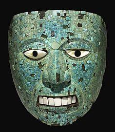 Mascara antigua civilización mexicana adornada con ricos metales