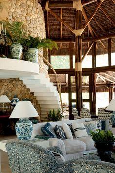 Natural e construído se entrelaçam no RJ - Casa Vogue | Interiores (Foto: Romulo Fialdini)