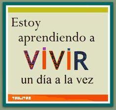"""Estoy aprendiendo a #VIVIR un día a la vez..."" #Citas #Frases #Letreritos @candidman"