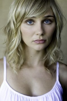 Love this haircut! Clare Bowen from 'Nashville'