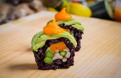Vegan Sushi Roll Recipe - Beautiful with the black rice! I want to do black rice with other sushi! Vegan Meat Recipe, Best Vegan Recipes, Raw Food Recipes, Vegetarian Recipes, Meat Recipes, Quick Recipes, Lasagna Recipes, Recipe Recipe, Baking Recipes