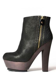 Una chica no puede tener suficientes booties negras. Blonde Ambition Northern Heel Booties In Black - Beyond the Rack