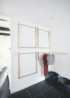 Projet DIY facile et astucieux pour gagner de la place : des séchoirs accrochés au mur qui se replient