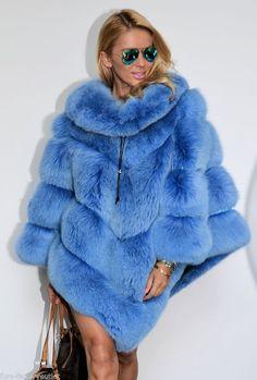Elegant Women Real Whole Skin Red Fox Fur Cape Poncho Coat Jacket Overcoat Fur Fashion, Winter Fashion, Womens Fashion, Poncho Mantel, Chinchilla Coat, Yves Klein, Poncho Coat, Fur Cape, Fabulous Furs
