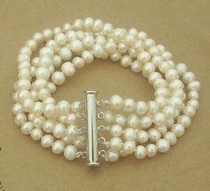 pearl bracelet DIY idea Read more ...