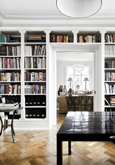 The large and elegant bookshelf surrounds the doorway into the living room.