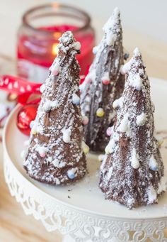Low Unwanted Fat Cooking For Weightloss Black Forest Cheesecake Christmas Trees Made With Ice Cream Cones. Overly Easy And Super Delicious Christmas Chocolate, Christmas Desserts, Christmas Trees, Sweet Recipes, Cake Recipes, Dessert Recipes, Holiday Baking, Christmas Baking, Black Forest Cheesecake