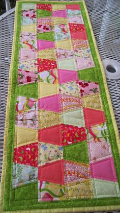 Scrappy Tumbler Table Runner @ Sweet Bee Buzzings blogspot