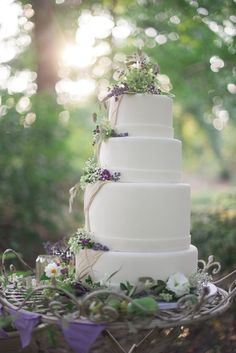 cream and lavender wedding cake, purple and green wedding ideas, garden wedding inspiration www.dreamyweddingideas.com