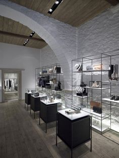 With a design paying tribute to the history and architecture of the idyllic island of Mykonos, Greece, the LINEA PIU Boutique envisioned by Kois Associated is visually captivating to say the least