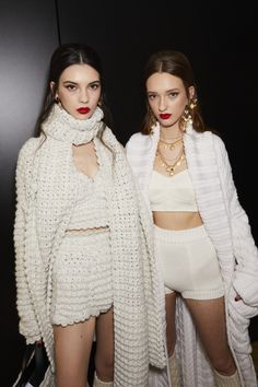 Discover some backstage magic just before it hits the runway at the Fall Winter Women's Fashion Show. Dolce & Gabbana, Knit Fashion, Fashion Photo, Fashion Outfits, Womens Fashion, Fashion Trends, Fall Winter Outfits, Winter Fashion, Fashion 2020