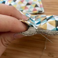 Sewing Techniques 634163191266071096 - Couture Invisible – Tutoriel – L'Atelier de Minichou Source by Couture Main, Couture Tops, Sewing Patterns Free, Free Sewing, Sewing Hacks, Sewing Tutorials, Sewing Tips, Dress Tutorials, Boutique Style